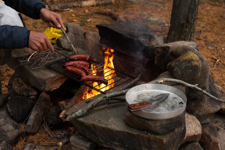 campfire-sasuage-broiling